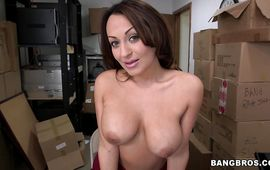 Extraordinary wench Vanessa Luna moans while riding stiff dick