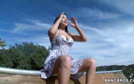 Goluptious asian London Keyes spread her legs wide open to get fucked nice