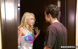 Sensational Kagney Linn Karter gives head to the gracious buddy