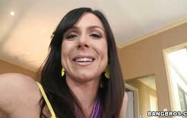 Hard prick makes stupendous Kendra Lust gag and stretches her juicy cunt