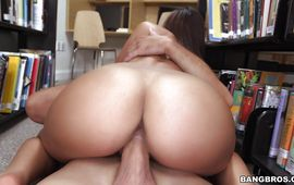 Passionate brunette Carrie Brooks gives a oral job to her talented fuckmate